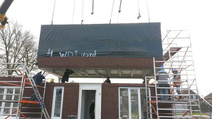 Het derde element van de curaviewoning in Kwadendamme wordt geplaatst.
