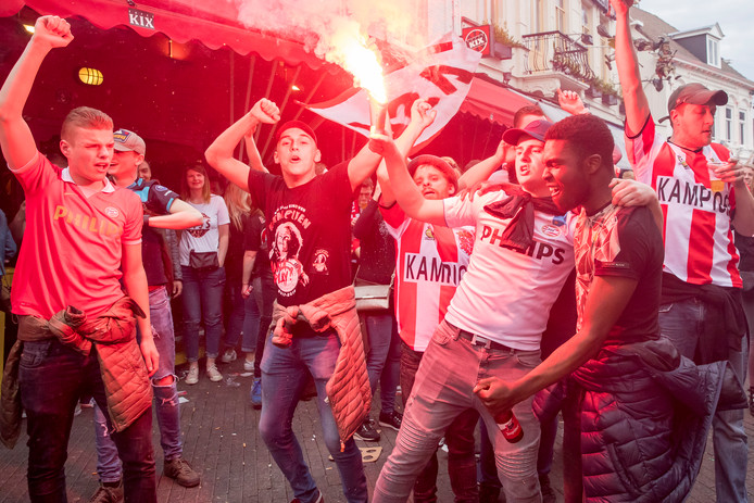 PSV viert kampioenschap