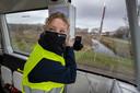 Steward Lea Schapendonk in de zelfrijdende minibus in Helmond.