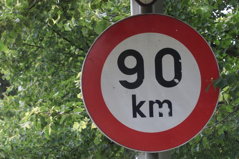 De piepjonge automobiliste hield zich niet aan de snelheidsbeperking van 90km/u.