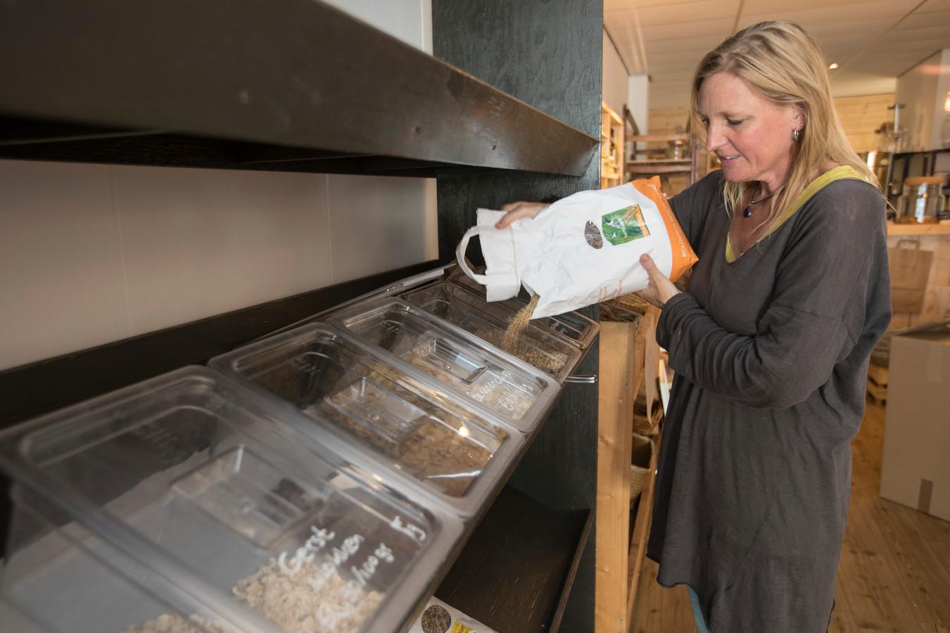 Leegverkoop bij de verpakkingsvrije winkel Goods Only, Idealiste Marjolijn Kulsdom kan het alleen niet meer bolwerken en sluit daarom de deuren.