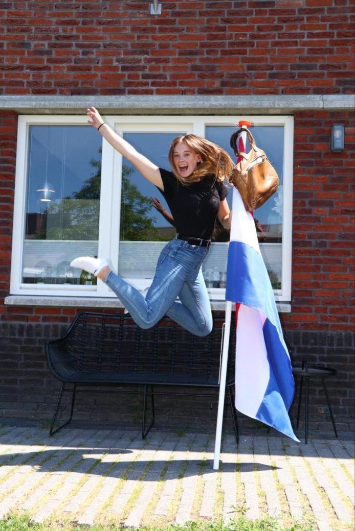 Anouk Zwirs uit Alphen aan den Rijn is geslaagd voor haar VWO.