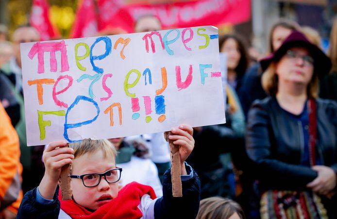Al jaren wordt er actie gevoerd om het lerarentekort op basisscholen op te lossen. Het lukt maar niet.