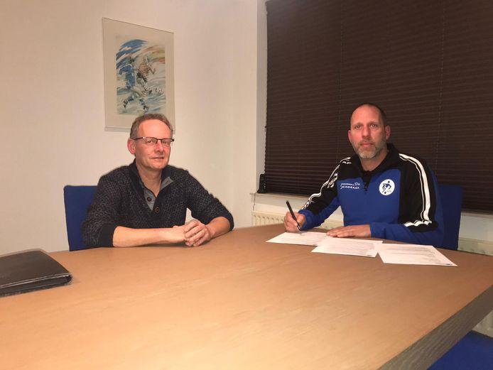 Hoofdtrainer Mark Schuiten en VVR verlengen samenwerking.