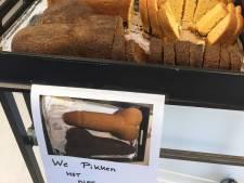 Medewerkers van Slingeland 'pikken het niet meer' en trakteren op 'peniscake'