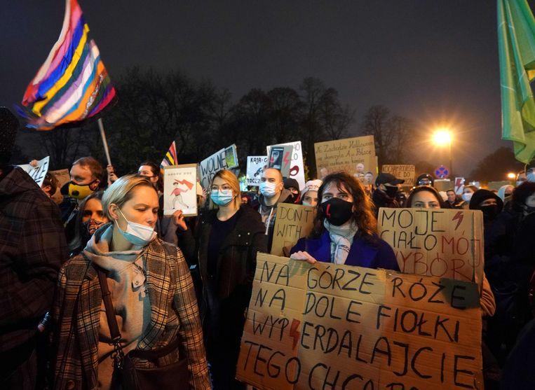 Protest in Warschau tegen de strengere abortuswet. Beeld AFP