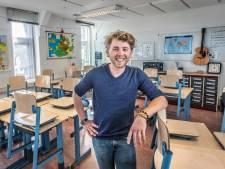 Meester Matt uit Deventer slaapt drie nachten per week in hotel om les te kunnen geven in Den Haag
