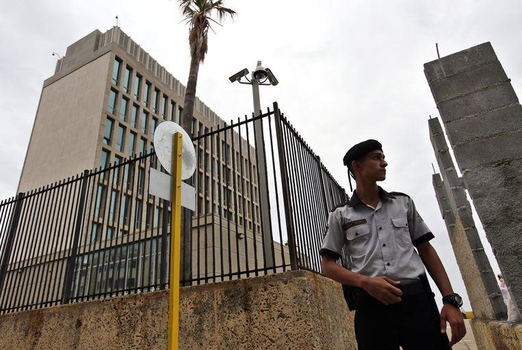 De Amerikaanse ambassade in Havana, waar 24 diplomaten en hun familieleden in 2017 ziek werden.  Beeld EPA