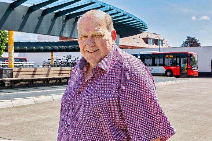 Peter de Laat is gestopt als raadslid voor de lokale partij Gemeentebelangen in Oosterhout. Hier op de achtergrond het Oosterhoutse busstation, waar Peter na de verbouwing lang heeft geijverd voor een betere kantinevoorziening voor de chauffeurs.