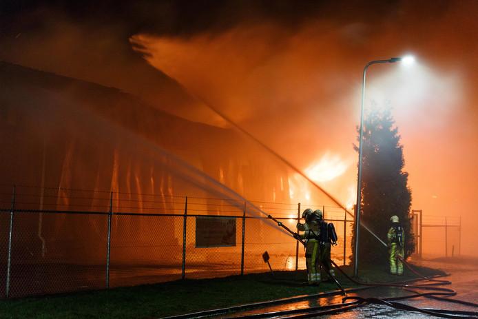 Een bedrijfsverzamelgebouw aan de Secretaris Trooststraat ging begin 2016 in vlammen op.