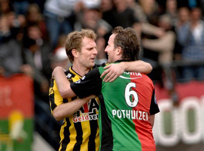 Patrick Pothuizen en Remco van der Schaaf omhelsen elkaar na de derby tussen NEC en Vitesse.