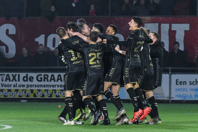Vreugde bij Go Ahead Eagles na de overwinning van vorig seizoen in de KNVB-beker tegen IJsselmervogels. Het betekende plaatsing voor de kwartfinale.