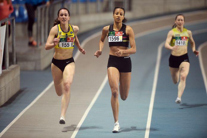 Lieselotte Van Laere (links met borstnummer 155) op het VK indoor op 26 januari 2020.