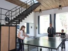 Kunstenaars bouwen oude school in Hengstdijk om tot woning én atelier