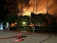 Grote brand door ontplofte kachel legt stacaravans bij Heijen in de as
