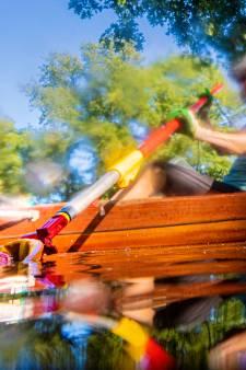 De roeivereniging uit Apeldoorn was vandaag met een andere missie op het water: troeproeien