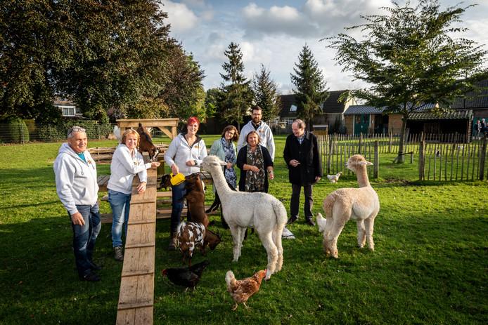 De dierenweide in Acht heeft ruim 10.000 euro ontvangen vanhet leefbaarheidsfonds van de luchthaven.