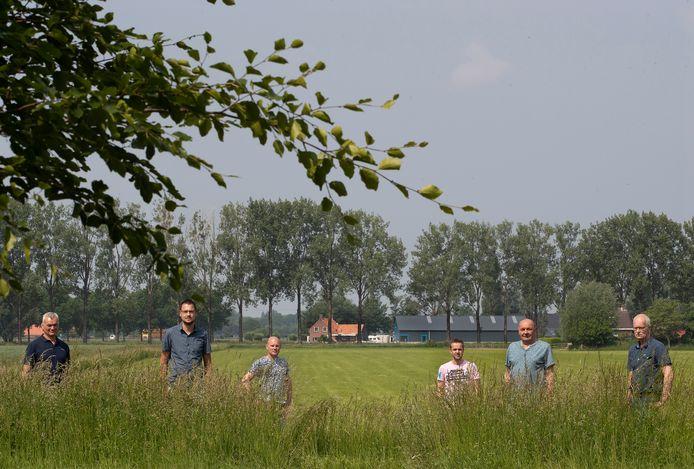 Boeren van De Zweekhorst in Zevenaar maken bezwaar tegen het plan voor een zonnepark aan de Oude Steeg.