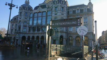 Moeten we straks betalen om fiets onder Astridplein te parkeren? Stad en NMBS onderzoeken mogelijkheden om deel fietsenstalling veiliger te maken