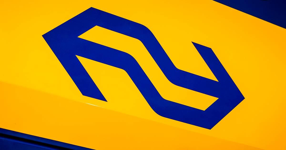Hele avond geen treinverkeer tussen Amersfoort en Zwolle na aanrijding met persoon.