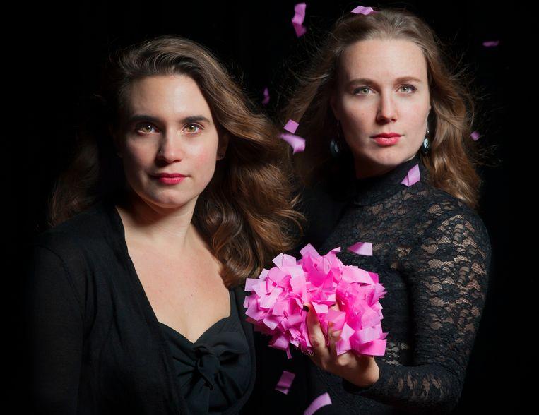 Voorstelling Kaap Furie in het Bellevue Lunchtheater. Sara van Gennip en Nina de la Parra (rechts). Beeld Casper Koster