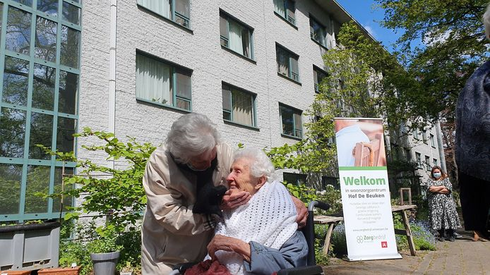 Josephine en Maria Peeters vierden hun honderdste verjaardag