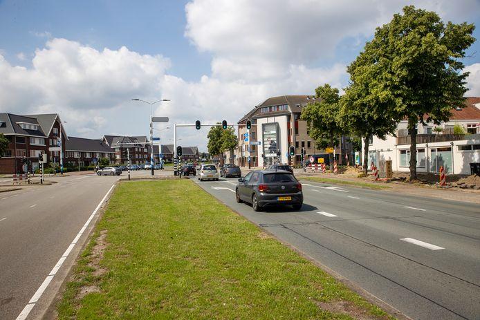 EINDHOVEN - Automobilisten krijgen op de Piuslaan straks een extra opstelstrook voor als ze linksaf de Leenderweg op willen draaien
