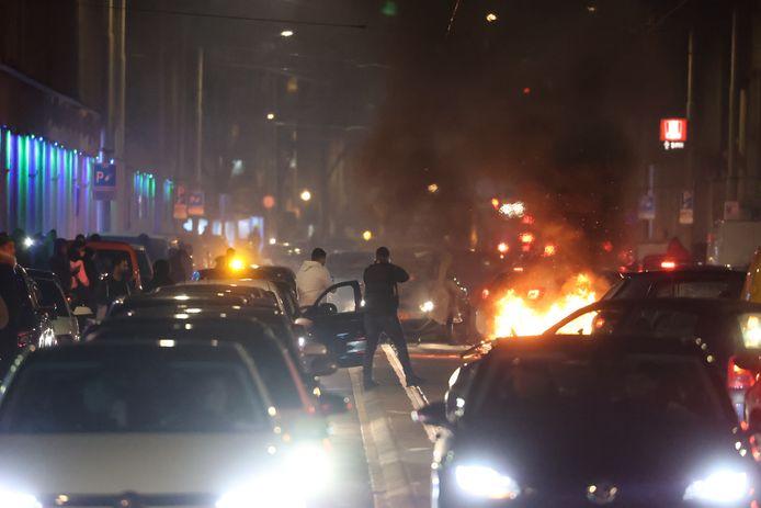 Rellen in de Schilderswijk in Den Haag om invoeren avondklok. 24-01-2021.