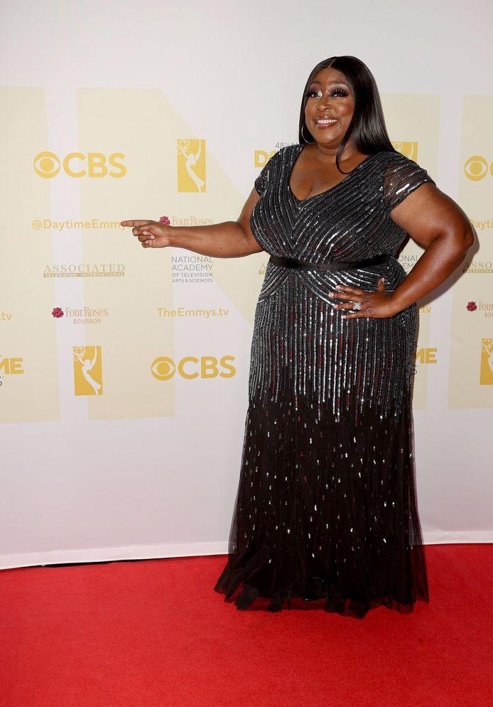 Loni Love presenteerde de Daytime Emmys op zondagavond.
