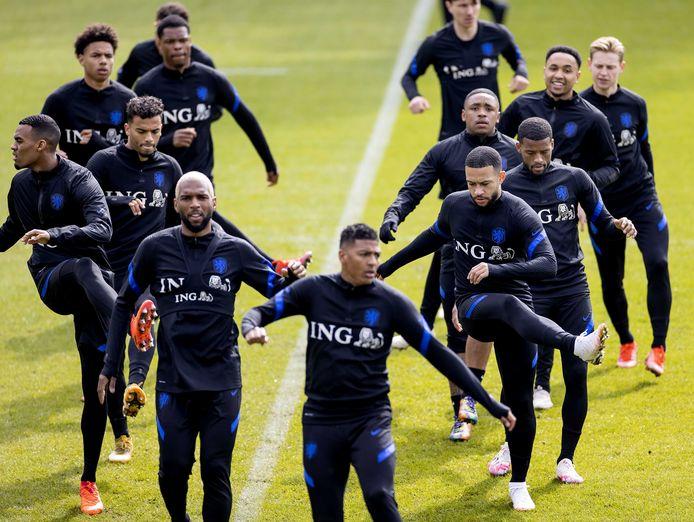 2021-03-26 11:25:18 ZEIST - De selectie van het Nederlands elftal tijdens een training in aanloop naar de WK-kwalificatiewedstrijd tegen Letland.