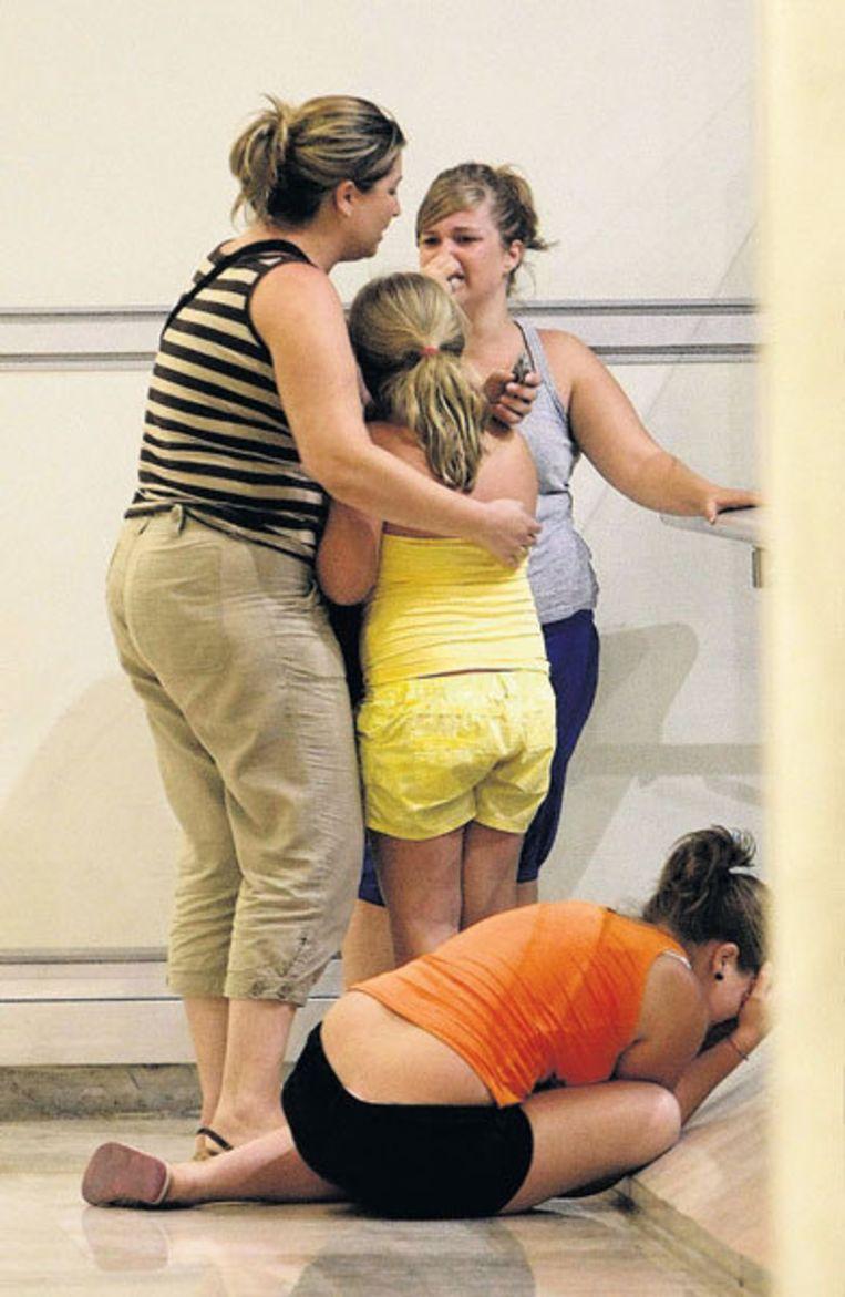 Familieleden van slachtoffers van de vliegramp die woensdag aan 153 mensen het leven kostte. Foto AP/Fernando Alvarado Beeld