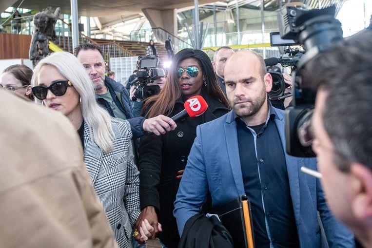 Imanuelle Grives voor haar rechtszaak in Antwerpen. 'Ik kon kiezen voor een enkelband, maar ik zei: 'Laat mij hier nog maar wat zitten in de gevangenis.' Ik was een ongeleid projectiel Beeld BELGA