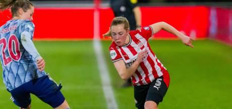 PSV-linksback Janou Levels: 'Het belangrijkste is dat wij aan het einde van de streep prijzen binnenhalen'