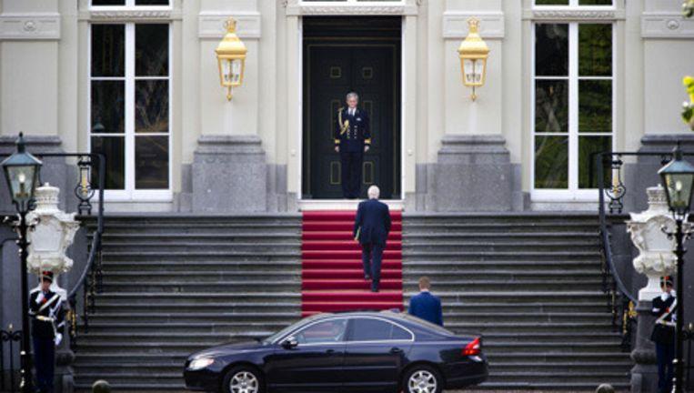Informateur Tjeenk Willink brengt maandag een bezoek aan koningin Beatrix op Huis ten Bosch om zijn eindverslag aan te bieden. Foto ANP Beeld