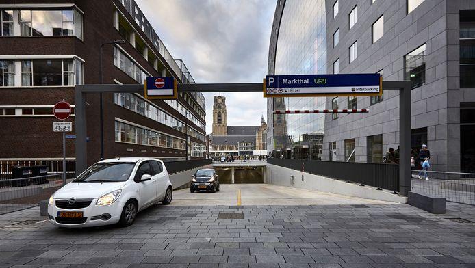 De parkeergarage onder de Markthal mag volgens Europese regels niet in bezit zijn van de gemeente Rotterdam.