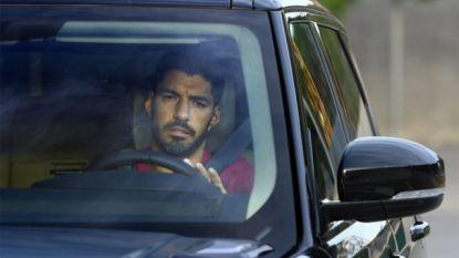Luis Suárez met tranen in de ogen op weg naar Atlético Madrid