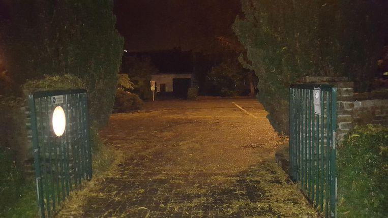 Ook gisteren omstreeks 19 uur was het kerkhof niet gesloten.