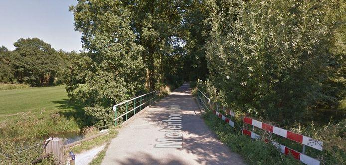 De ijzeren brug in Werkhoven moet vervangen worden.