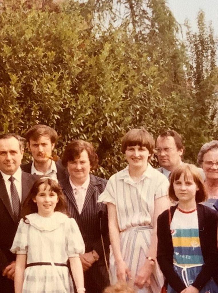 Familiefoto, met rechtsonder Nadine W. 'Trouwen en kinderen krijgen, dat was haar droom', zegt haar zus. Beeld Rv