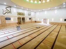 Bidden op het voetbalveld en aanpassingen in de moskeeën tijdens het offerfeest in Dordrecht