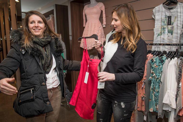 Isabelle A geeft Karen Velter stijladvies in Elles sont Belles.