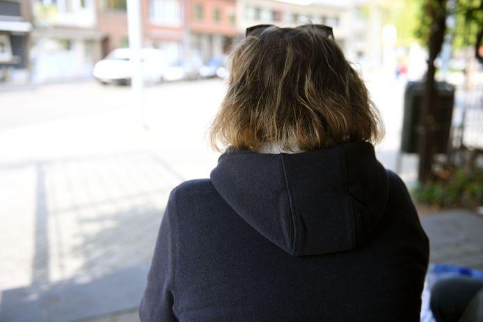 'T. Crist' en 'Jenna' uit India beloofden haar miljoenen dollars, maar twee maanden later is het slachtoffer volledig bankroet.