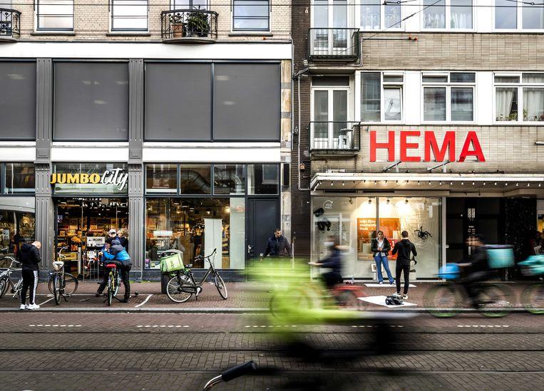 Een filiaal van HEMA en een Jumbo-winkel in de Amsterdamse Ferdinand Bolstraat.  Beeld ANP