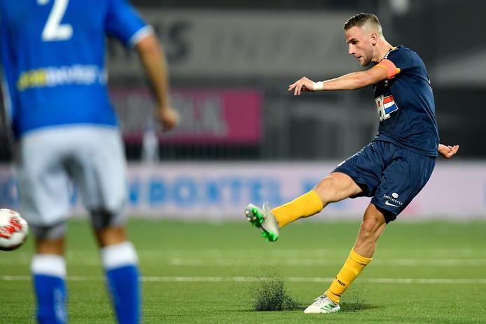 Branco van den Boomen mocht tweemaal aanleggen vanaf elf meter: de eerste keer miste de middenvelder van FC Eindhoven, maar de doelman van FC Den Bosch kwam te snel van zijn lijn. De tweede poging was wel raak.