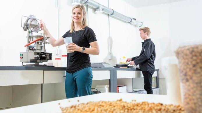 Birgit Dekker van de startup Rival Foods in Ede.