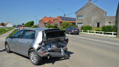 Twee gewonden bij harde klap op kruispunt