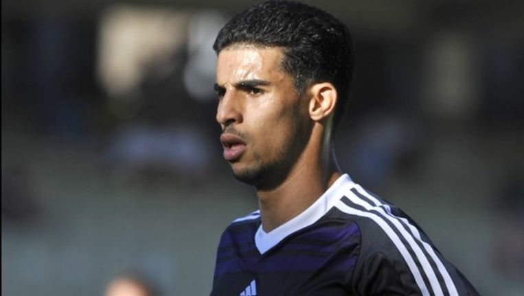 Mbark Boussoufa neemt het met Anderlecht op tegen Bohemians FC of The New Saints. Beeld UNKNOWN