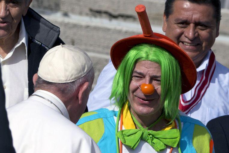 Ontmoeting met een clown, Sint-Pietersplein, Vaticaanstad, november 2015. Beeld ap