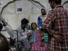 India smeekt om zuurstof: patiënten sterven op straat