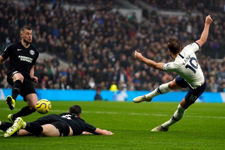 Harry Kane van Tottenham Hotspur scoort de 1-1.  Beeld EPA